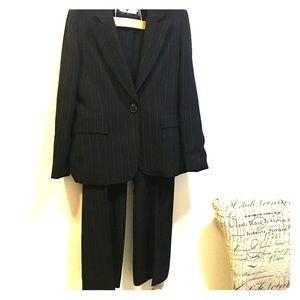 Tahari ASL Pinstripe fully lined pant suit size 14
